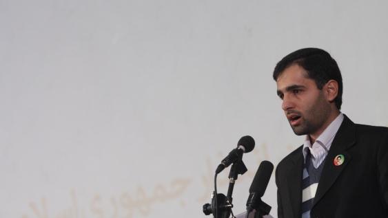 قرائت بیانیه در نشست اعتراضآمیز وبلاگنویسان
